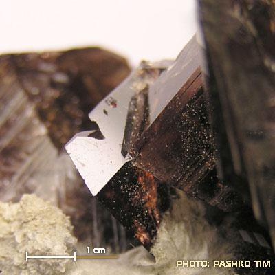 фотография минерала Аксинит