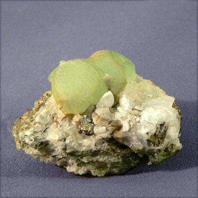 фотография минерала Пренит