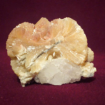фотография минерала Стильбит