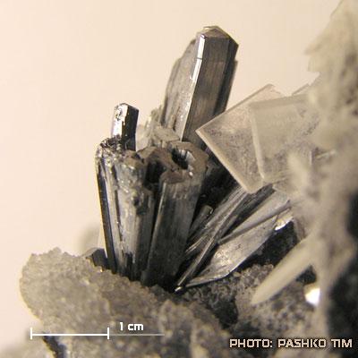 фотография минерала Антимонит