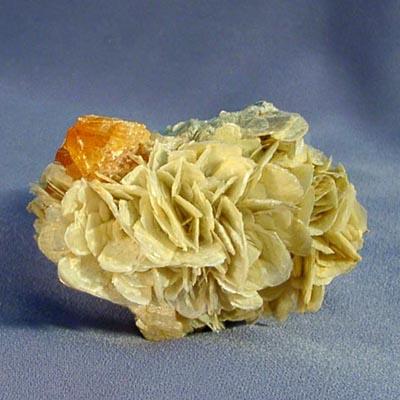 фотография минерала Шеелит