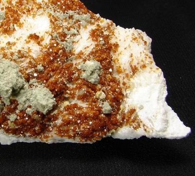 фотография минерала Микролит