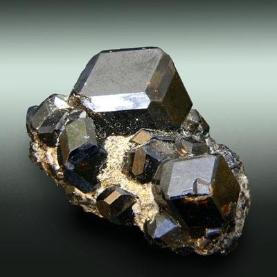 фотография минерала Меланит
