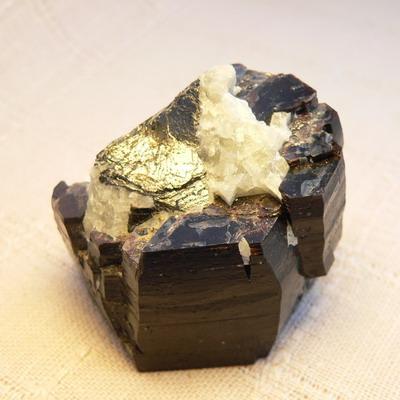 фотография минерала Тетраферроплатина