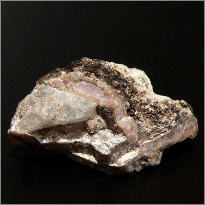 фотография минерала Комаровит