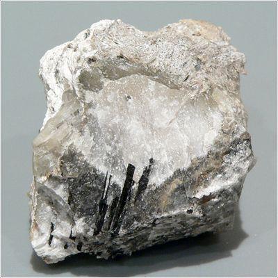фотография минерала Перлиалит