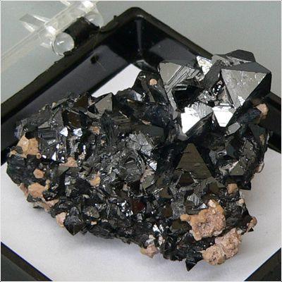 фотография минерала Гаусманит