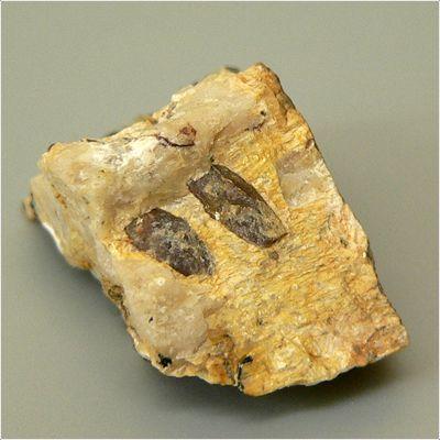 фотография минерала Гагаринит-(Ce)