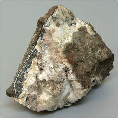 фотография минерала Пумпеллиит