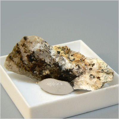 фотография минерала Карнасуртит