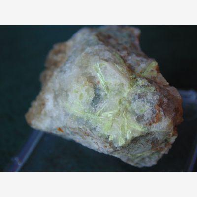 фотография минерала Карпатит