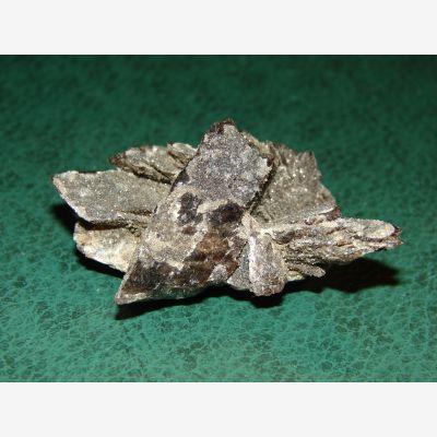 фотография минерала Ферроаксинит