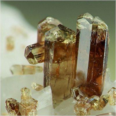 фотография минерала Алланит-(Ce)