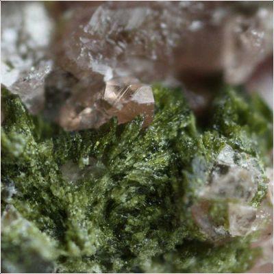 фотография минерала Диккинсонит-(KMnNa)