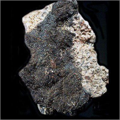 фотография минерала Ангелеллит