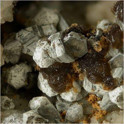 фотография минерала Доннейит-(Y)