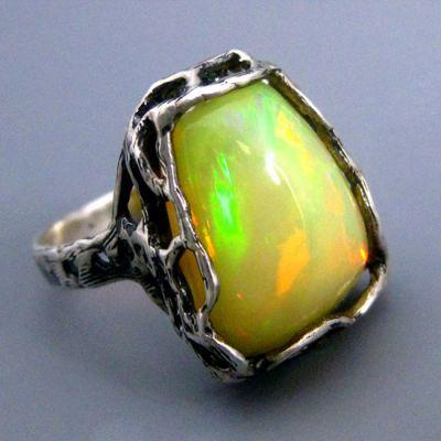 фотография минерала Благородный опал