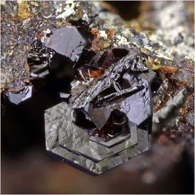 фотография минерала Плюмбоярозит