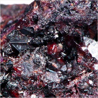 фотография минерала Манганвезувианит