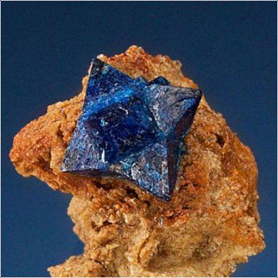фотография минерала Куменгит