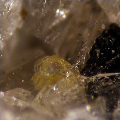 фотография минерала Пепроссит-(Ce)