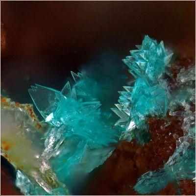 фотография минерала Куалстибит