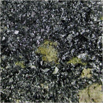 фотография минерала Повондраит