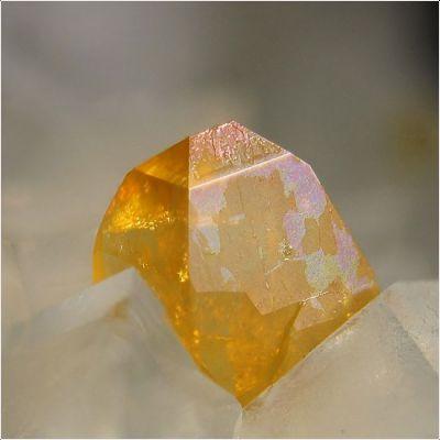 фотография минерала Ксенотим-(Y)