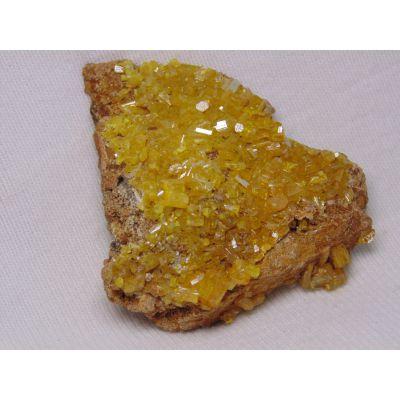 фотография гексагональные кристаллы миметита
