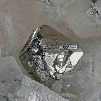 фотография минерала Карролит