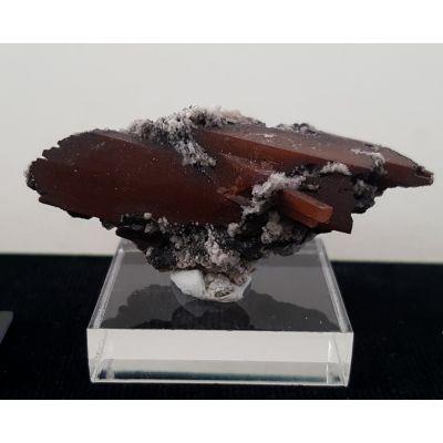 фотография Сростки кристаллов Топаза с включениями Гематита