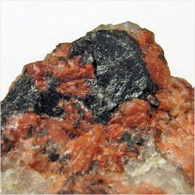 фотография минерала Гадолинит
