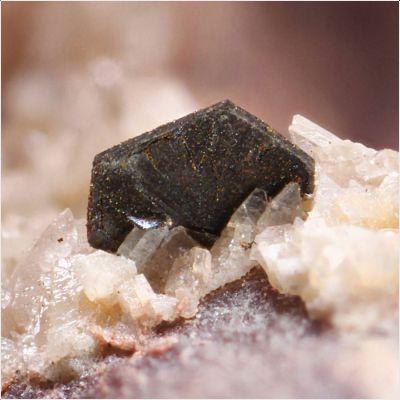 фотография минерала Рабдофан-(Y)