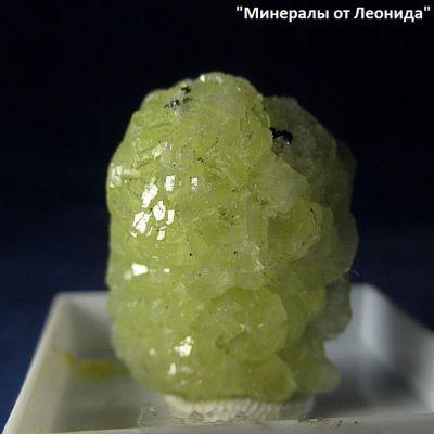 фотография Сросток мелких кристаллов пренита