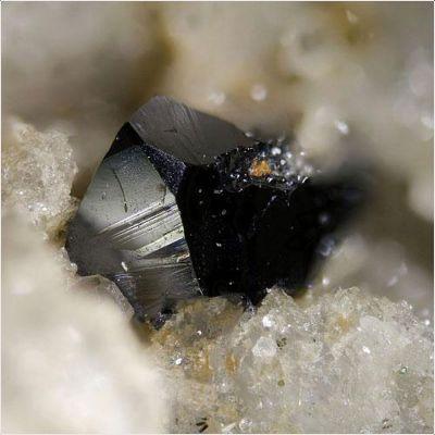 фотография минерала Кричтонит