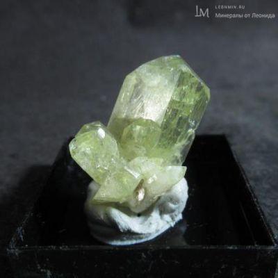 фотография Бразилианит. Сросток кристаллов.