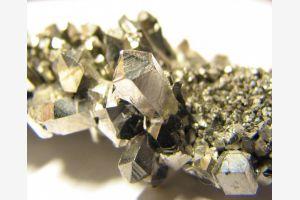 Одобрен законопроект о снижении налога на добычу редких металлов