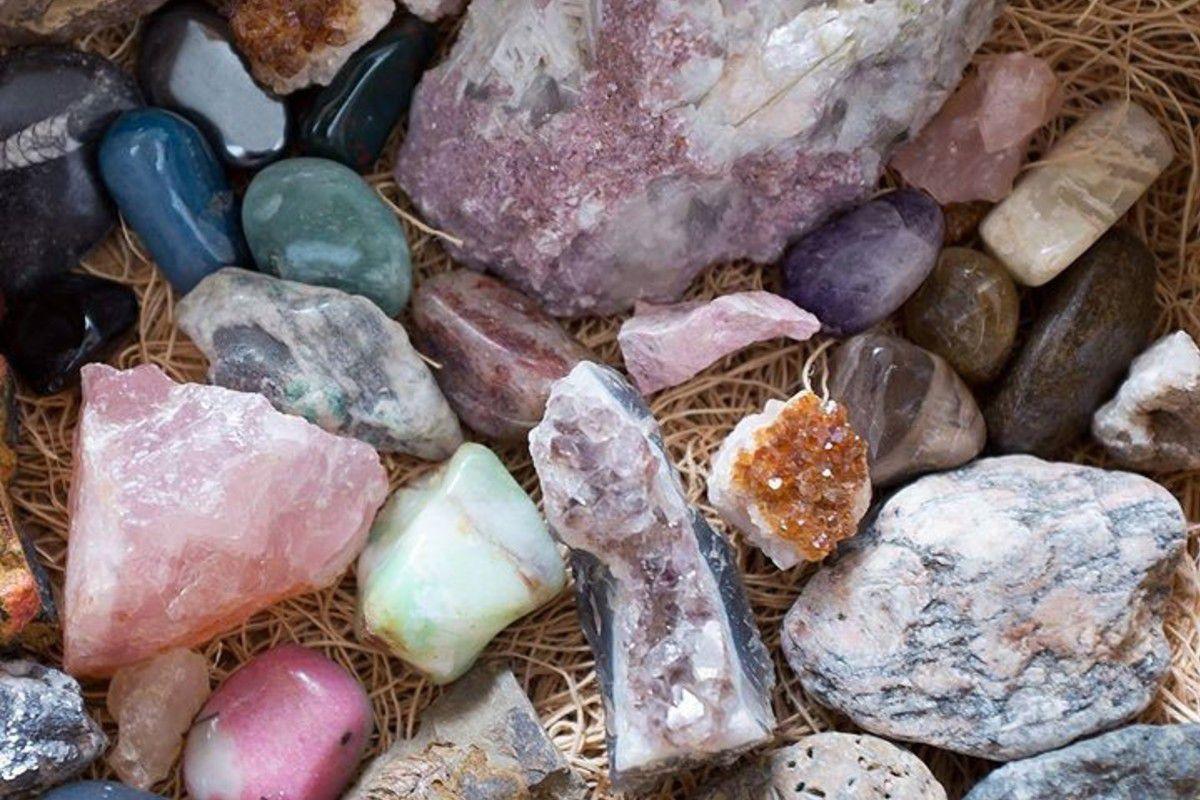 первый вариант, фото природных камней с их названиями яркого