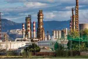В России выпуск автомобильного бензина упал на 26 процентов